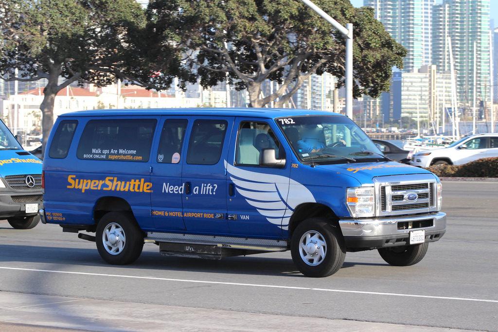 Cruzar de Tijuana a San Diego en shuttle autobus o CBX Cross Border Express